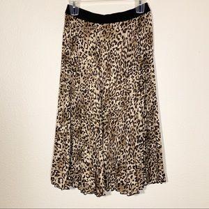 H&M Pleated leopard skirt